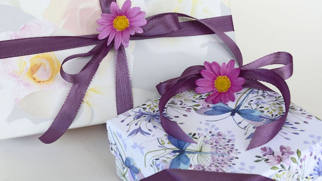 For Mother's Day, Her Birthday, Graduation, Anniversary, or just because, these subscription boxes for women will makee her smile! Choose a theme box, summer box, beauty box, baking box or any other of these best subscription boxes for women.