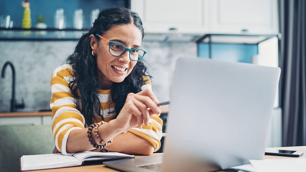 Build better relationships, boost morale, and have a great time with these 47 virtual team building games for co-workers.