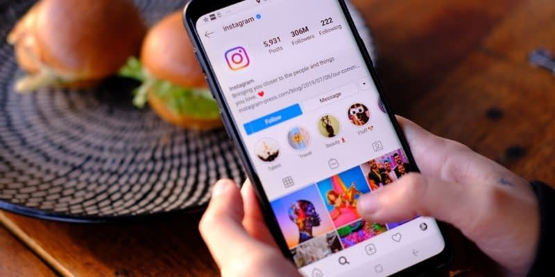 Instagram scheduling apps and programs come in handy. These tools help you create your posts then release them on a schedule so that you can keep your audience engaged without having to dedicate any extra time in your busy life. Here are a few great Instagram schedulers that can help boost your Instagram game.