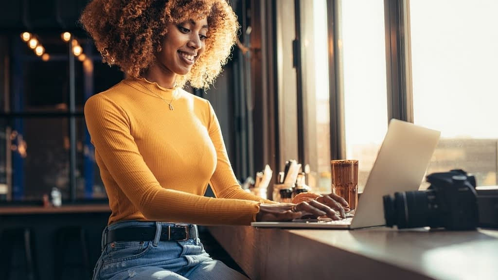 Do you want to save the time you spend generating and configuring affiliate links? Find out how Skimlinks does that for you and why bloggers prefer using this affiliate network!