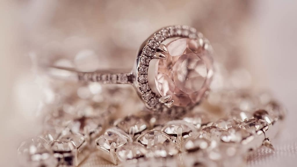TraxNYC has an affiliate program within the ShareASale Affiliate Network. TraxNYC offers fine jewelry at near wholesale prices. Once you are accepted into the affiliate program, you'll have access to over 6,800 products.