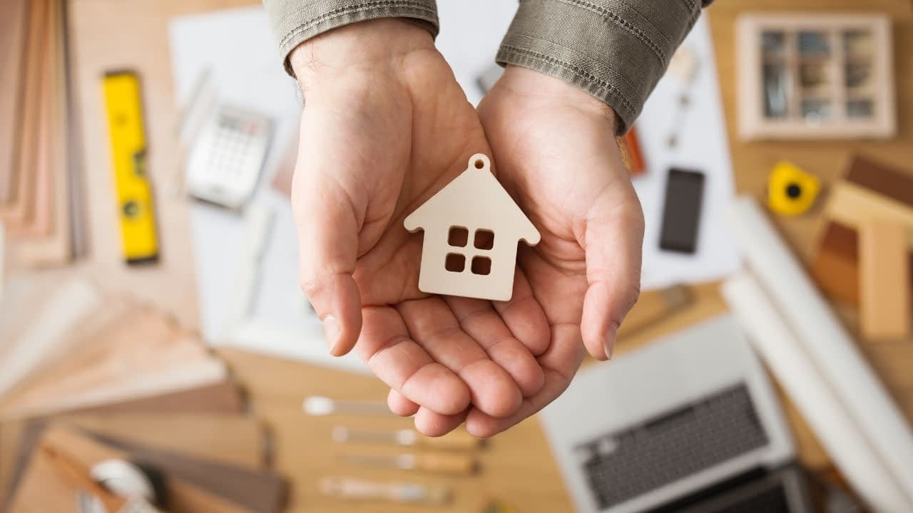 Corporate housing by owner is a service that offers products and services for people looking for corporate housing unit rentals. They offer affiliates marketing material and a commission structure based on sales.
