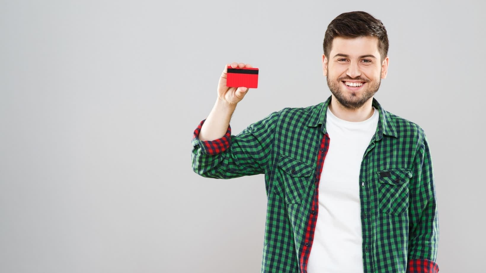 If you've signed up to be a Dasher for DoorDash, you might be wondering what this red credit card you received with orientation is. In this article, we fill you in on what a DoorDash Red Card is and how to use it, along with other helpful hints about your new Red Card!