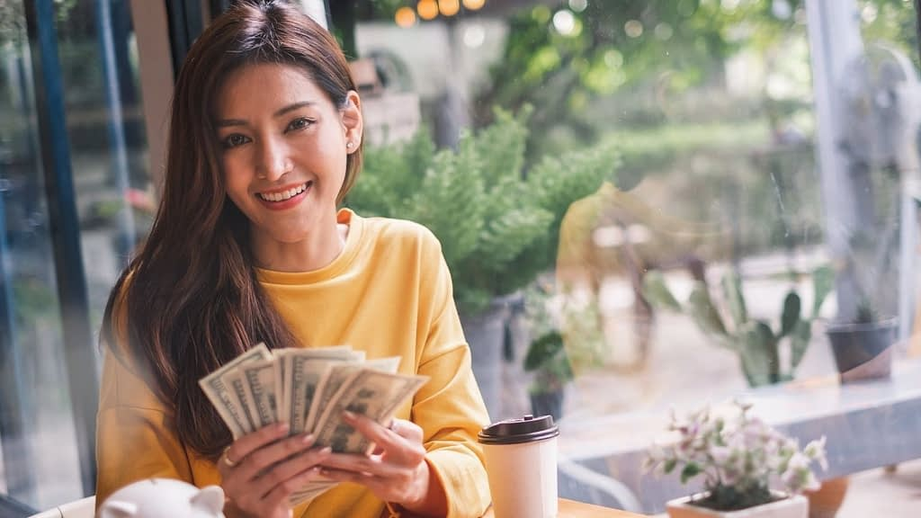 There are a few high-ticket affiliate programs that all super affiliates should consider. Some affiliate programs pay a recurring commission while others pay a one time commission.