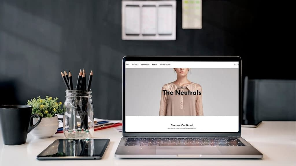 Shopkeeper is a fully responsive WooCommerce theme built for easy eCommerce setup. Automatic plugin installation and demo import mean that your theme is ready for setup out of the box, and customization requires no coding knowledge at all.