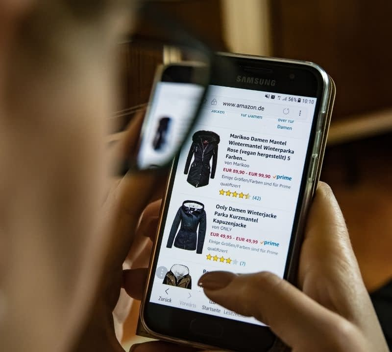 How can you encourage online consumers to fill their shopping carts with your merchandise? Writing detailed, optimized product descriptions is the answer.