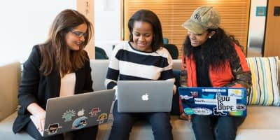 3 girls have their laptops open and are building courses on teachable