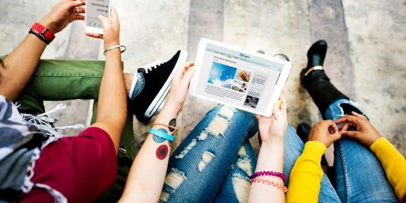 These blog ideas are perfect for the college blogger. Whether you are earning an income with ads on your blog, affiliate marketing, or are building a blog for a school program, this list is sure to win!