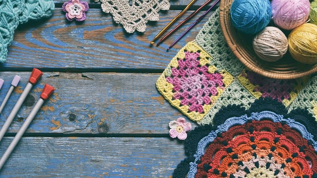 Get a gift that the crochet lover in your group will love. Get a one-time crochet gift box or renewing crochet subscription box in various sizes and prices.